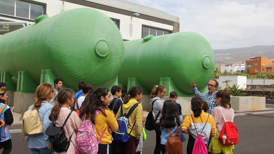 Alumnos visitan instalaciones hidráulicas gestionadas por Entemanser en el municipio isorano