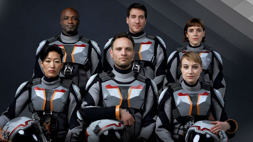 El reparto de la serie 'Mars'. En segundo término, el actor Alberto Ammann.