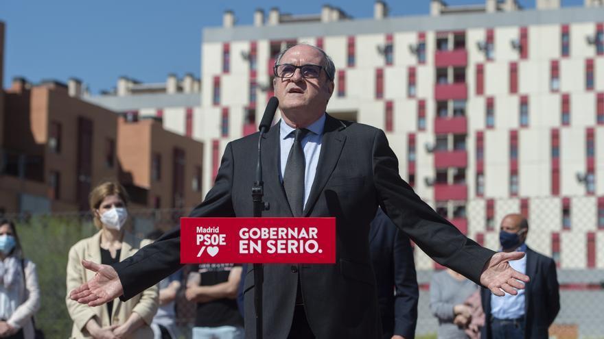 El candidato socialista a la Presidencia de la Comunidad de Madrid, Ángel Gabilondo, durante una visita al municipio de Parla, a 5 de abril de 2021, en Parla, Madrid, (España), a 5 de abril de 2021. Con el lema 'Gobernar en serio', Gabilondo ha recorrido