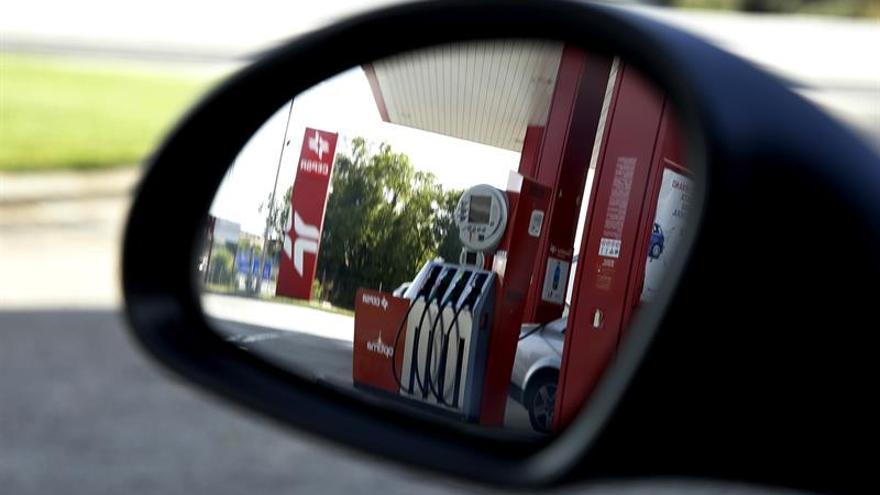 El consumo de carburantes de automoción cae un 3 % en octubre