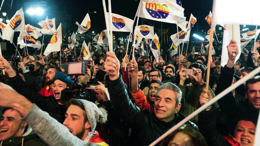 Simpatizantes de Ciudadanos celebran el triunfo de Inés Arrimadas