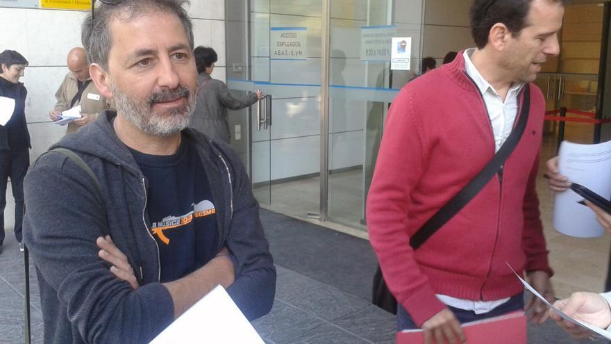 Xavier del Señor e Iñaki Vallejo, antes de presentar el requerimiento en el Catastro