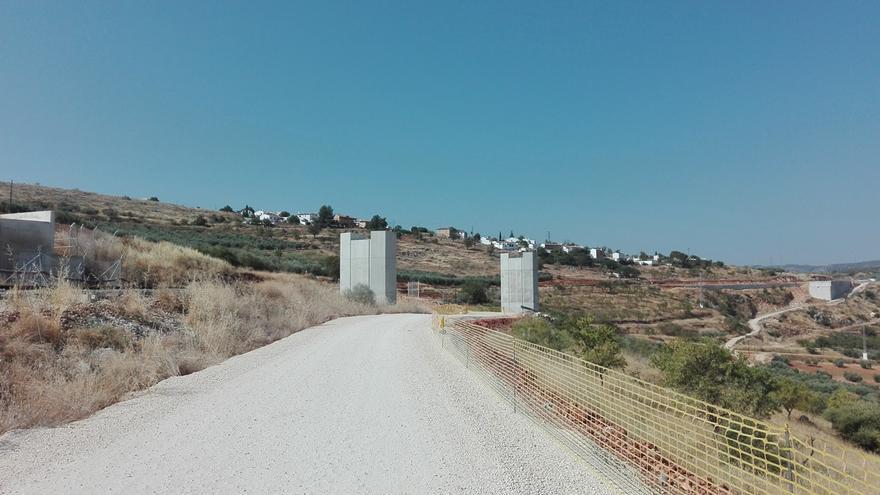 Pilares inutilazados para el primer proyecto del AVE_dirección Antequera