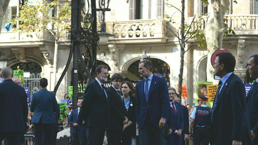 El rey y Mariano Rajoy han llegado con minutos de diferencia y han sido recibidos con abucheos / Sandra Lázaro