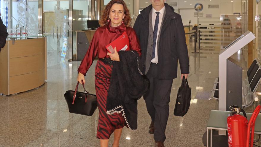 Ana Belén Álvarez junto al director del Servicio Cántabro de Empleo, José Manuel Callejo. | NATALIA RASILLO