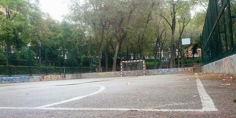 Cancha deportiva en la zona de Conde Duque | Foto: Somos Malasaña