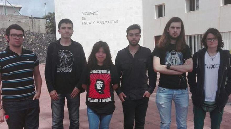 Grupo de jóvenes que denunciaron los golpes y lesiones en La Laguna