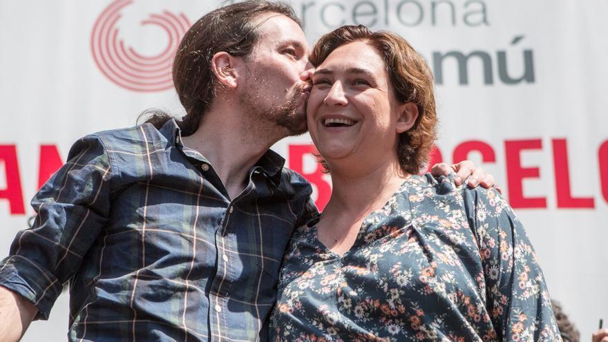 Pablo Iglesias i Ada Colau a l'acte de Barcelona en Comú / ENRIC CATALÀ