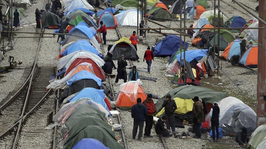 Empleados de campos refugiados de las islas griegas denuncian la falta de medios