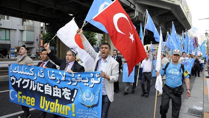 Las restricciones sobre la minoría musulmana propician su unión al EI, dice un informe