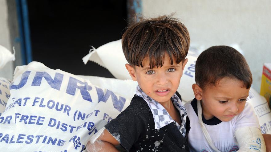 Los recortes de financiación de Estados Unidos obligan a UNRWA a recortar recursos y servicios.