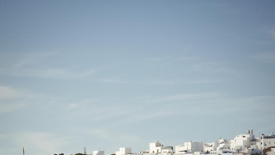 El pueblo blanco de Conil de La Frontera desde la playa. Basilievich (CC)