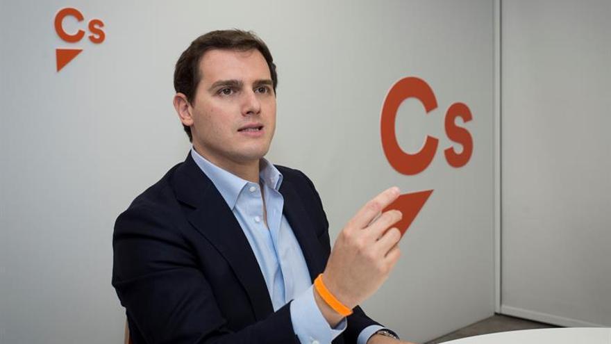 Cs logra una reunión con el PSOE para la reforma electoral y está pendiente del PP