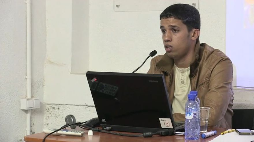 Haassanna Aalia durante una charla / FOTO: página de Youtube de Fundació l'Alternativa