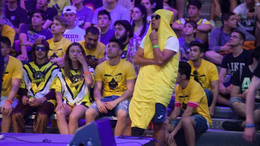 Parte del público durante la semifinal de Call of Duty en Gamergy / ANTONIO RULL