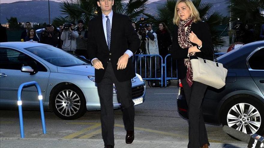 Cristina de Borbón e Iñaki Urdangarin, durante su llegada al juzgado.