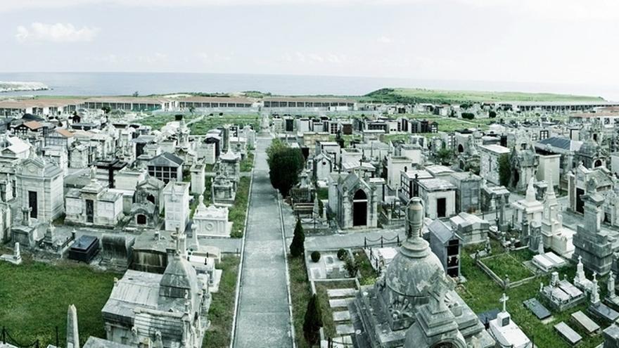 Un paseo por el cementerio de Ciriego con música, poesía y teatro para conmemorar el incendio del 1941
