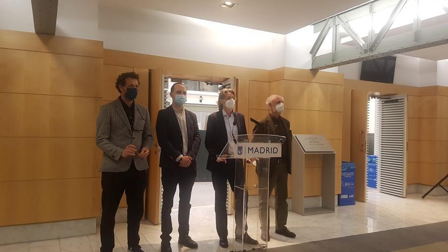 Marta Higueras, junto a los concejales José Manuel Calvo, Felipe llamas y Luis Cueto en el Ayuntamiento de Madrid