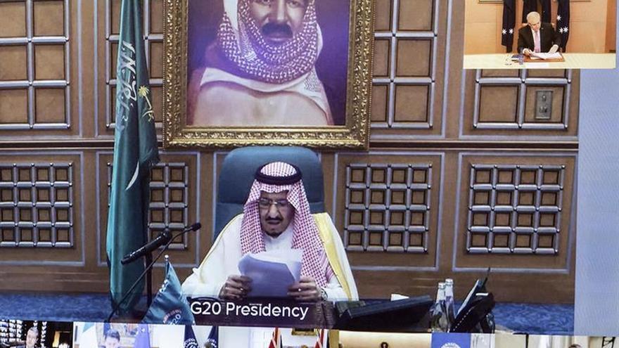 Imagen del rey Salman de Arabia Saudí en una videoconferencia de líderes del G20 durante su discurso sobre la crisis del coronavirus.