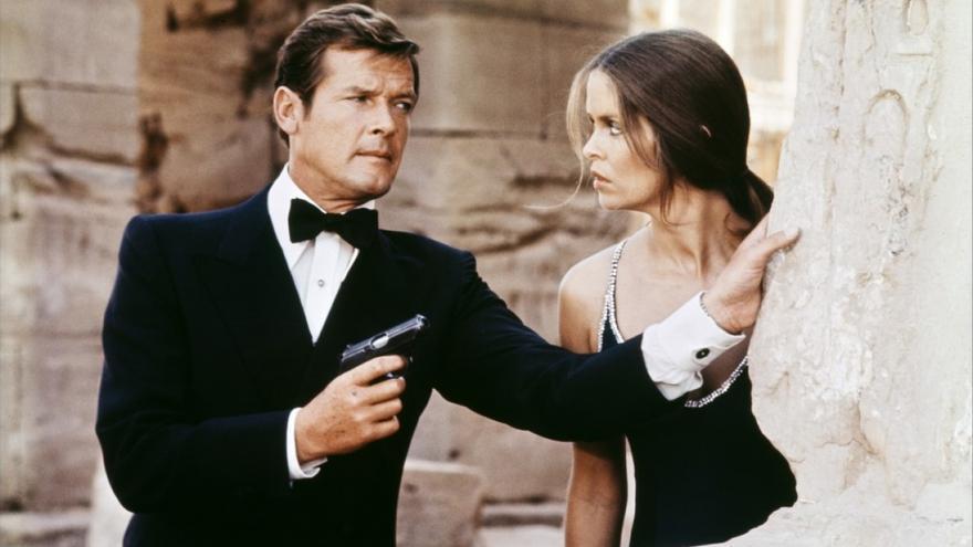 Roger Moore y Barbara Bach en 'La espía que me amó'.