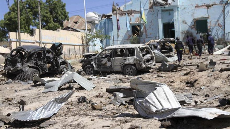 Al menos 17 muertos por dos coches bomba y el posterior asalto a un hotel en Mogadiscio