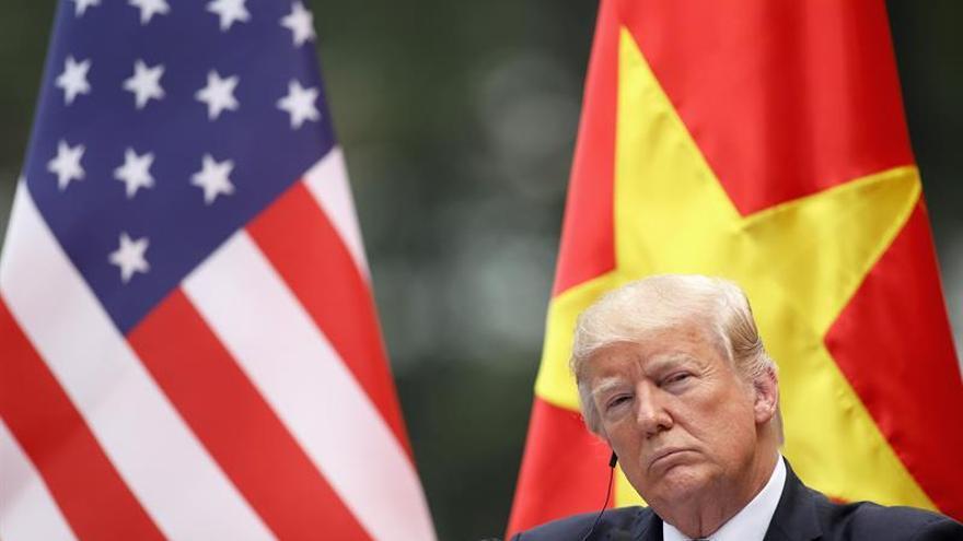 El presidente de Estados Unidos, Donald J. Trump en la conferencia de prensa en el Palacio Presidencial en Hanoi (Vietnam).