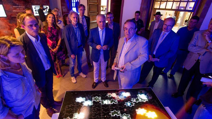 En la image, un momento de la inauguración de la muestra. Foto: DANIEL LÓPEZ