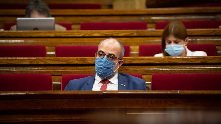 Archivo - El conseller de Interior, Miquel Buch, con mascarilla, durante la segunda sesión plenaria monográfica sobre la gestión de las residencias para personas mayores y para personas con discapacidad durante la pandemia del COVID-19, en Barcelona, Cata
