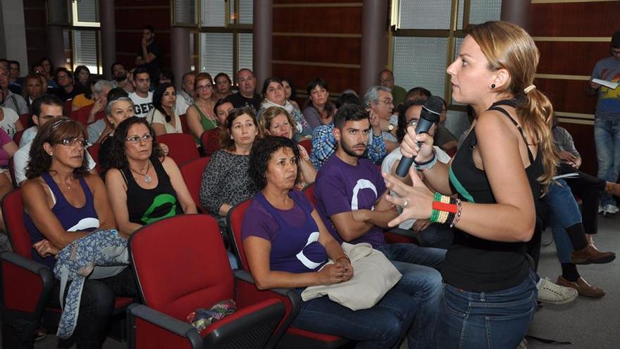 Noemí Santana durante una asamblea de Podemos celebrada en Las Palmas de Gran Canaria.