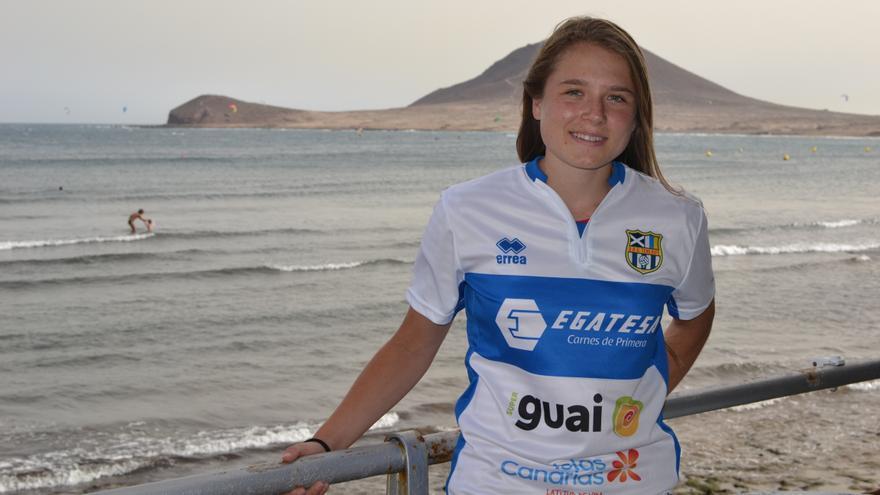 Aleksandra Zaremba, con la camiseta del Granadilla