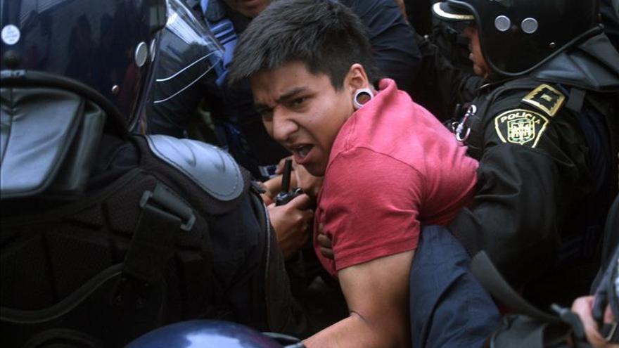 Juez mexicano ordena liberar a detenidos durante protestas por desaparecidos
