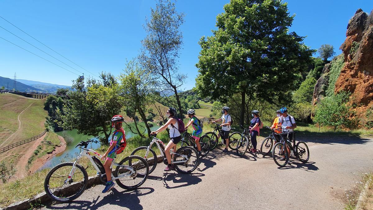 Ruta en bicicleta por el Cabárceno.