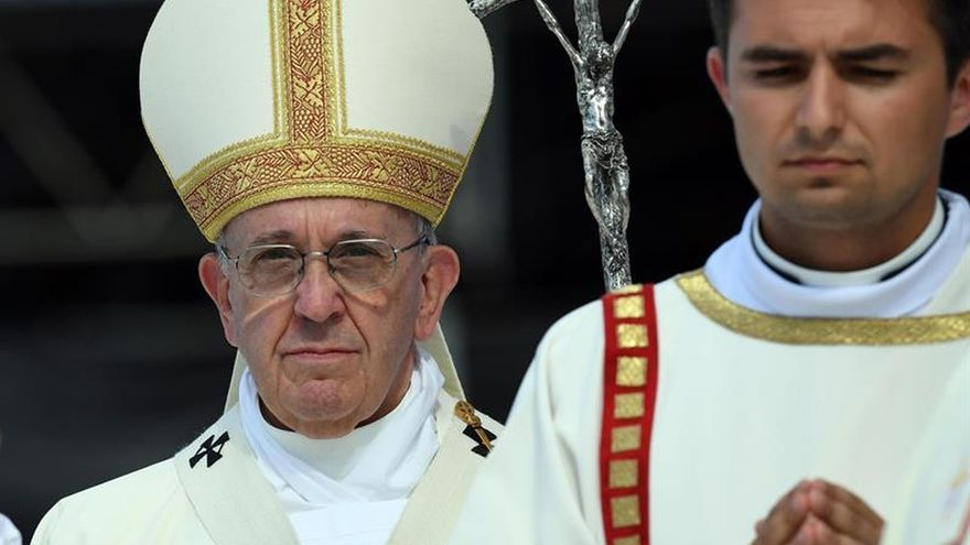 El papa saludó al presidente de Panamá tras la misa de JMJ en Cracovia