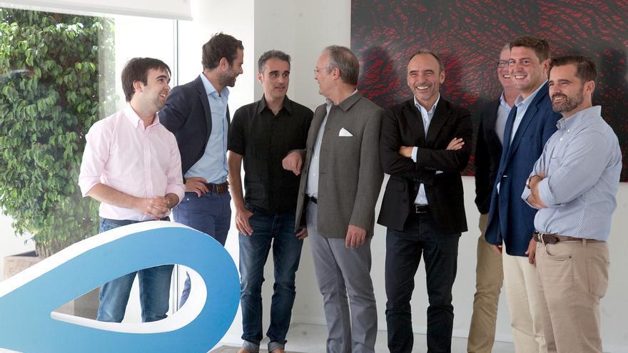 En la imagen, de izquierda a derecha: Álvaro Verdoy (SALES LAYER), Jaime Gil-Delgado(SWANLAAB), Iban Borrás (SALES LAYER), René de Jong (René de Jong Inversiones SL),  David Gobert-Cézanne (SALES LAYER), Eugenio Calabuig (GLOBAL OMNIUM), Mark Kavelaars (SWANLAAB) y Alberto Gutiérrez (PLUG AND PLAY)
