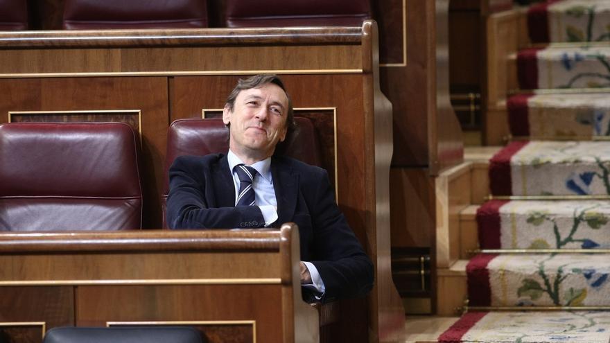 """Hernando (PP) acusa al PSOE de actuar """"con complejos"""" al apoyar la propuesta del PNV para derogar la reforma del TC"""