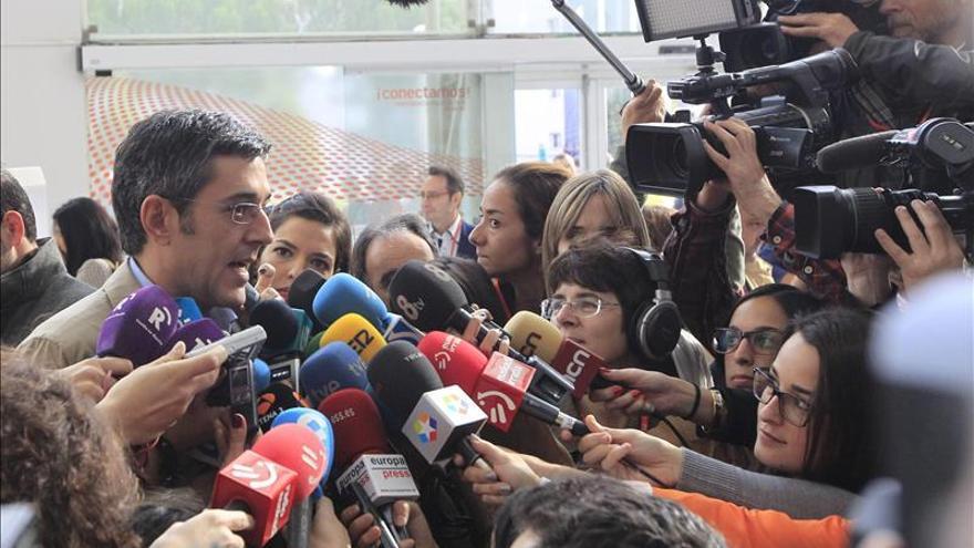 """Madina constata el """"cariño"""" de sus compañeros pero no desvela si será candidato"""
