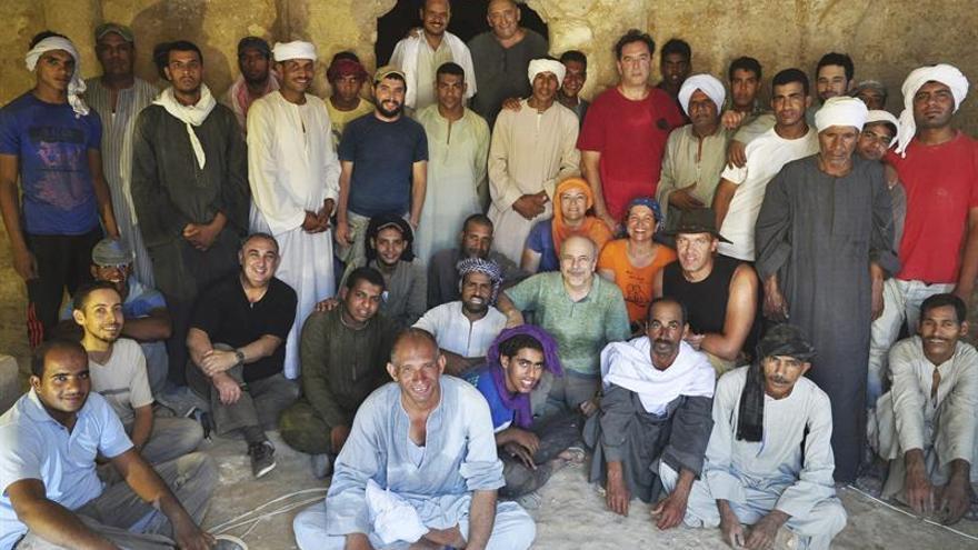 En la imagen el equipo que excava la tumba TT209 en Luxor (Egipto) / Fotografía facilitada por el profesor Miguel Ángel Molinero