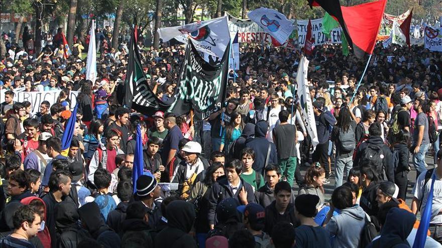 Estudiantes chilenos inician su tercer año de protestas por la educación pública