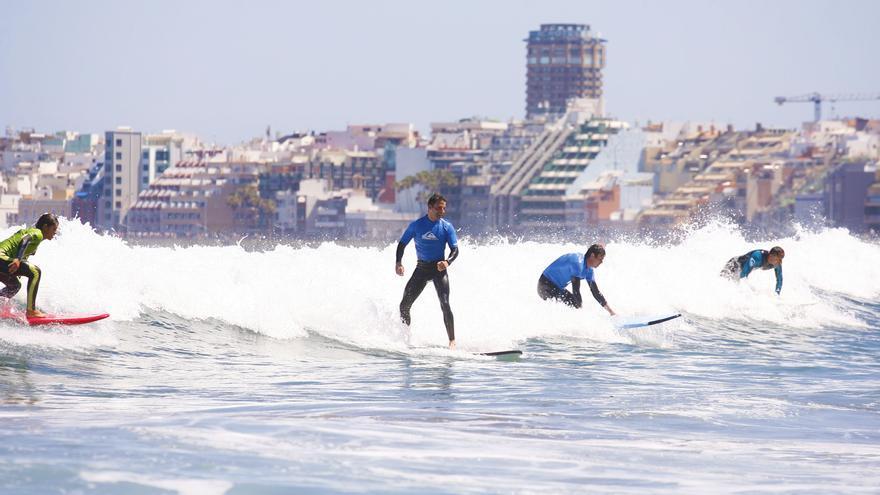 Alumnos de una escuela de surf ©Flickr Ocean Side.