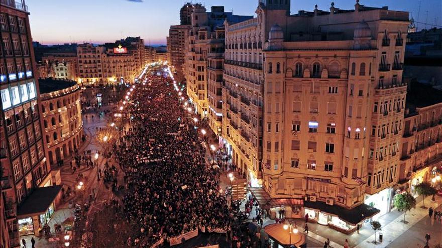 """La Marea Ciudadana """"cerca"""" la Subdelegación y la sede del Consell en Alicante"""