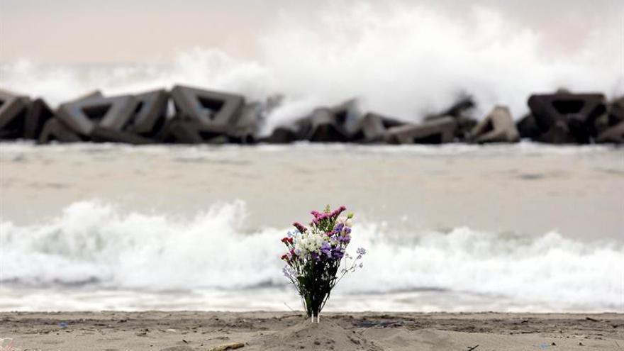 Tratan de evitar salida de agua contaminada de Fukushima tras paso de Malakas