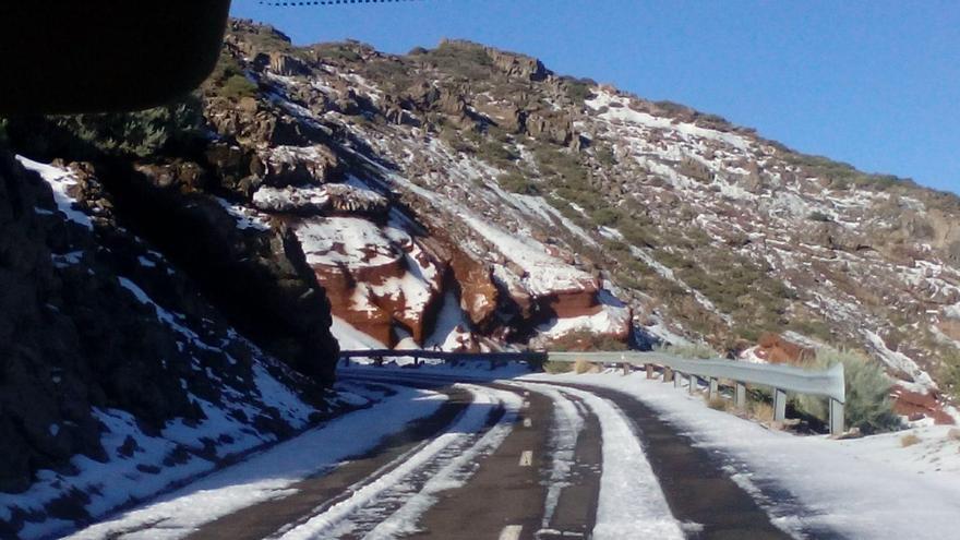 La Palma luce este miércoles una hermosa estampa invernal en el tramo de carretera del Roque situado entre el los kilómetro 27 y 30. Foto: ANA BEA.