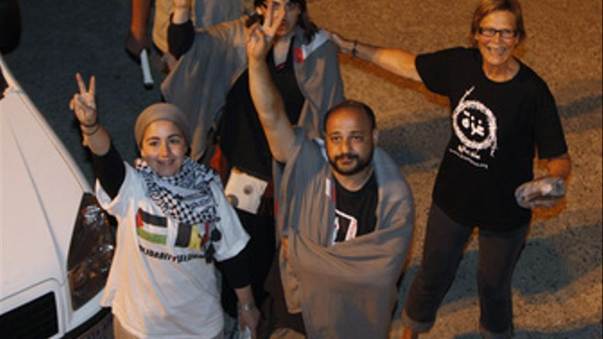 Laura Arnau y Manuel Tapial, dos activistas españoles de la flotilla solidaria