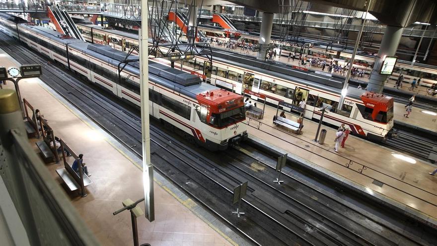 """Los sindicatos ferroviarios aceptan negociar con Fomento y """"de momento"""" no convocar nuevos paros"""