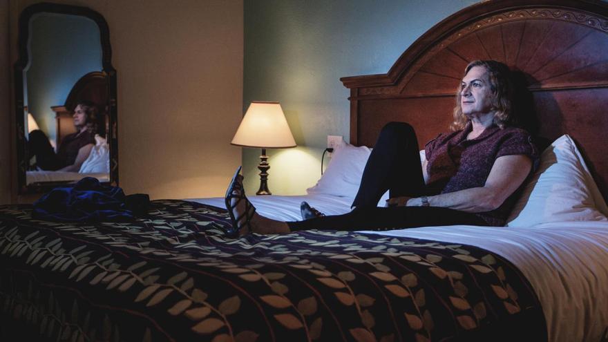 © Jessica Dimmock, para Topic. 'Northwest Passages', serie ganadora del segundo premio en la categoría de 'Retratos', Las personas transgénero de todo el mundo todavía están expuestas a un estigma y abuso social generalizado. Para muchas mujeres transgénero, llegar a un acuerdo con su 'yo' femenino es un proceso continuo