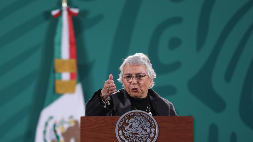 """López Obrador está """"bien"""" y """"fuerte"""" tras contraer coronavirus, dice ministra"""
