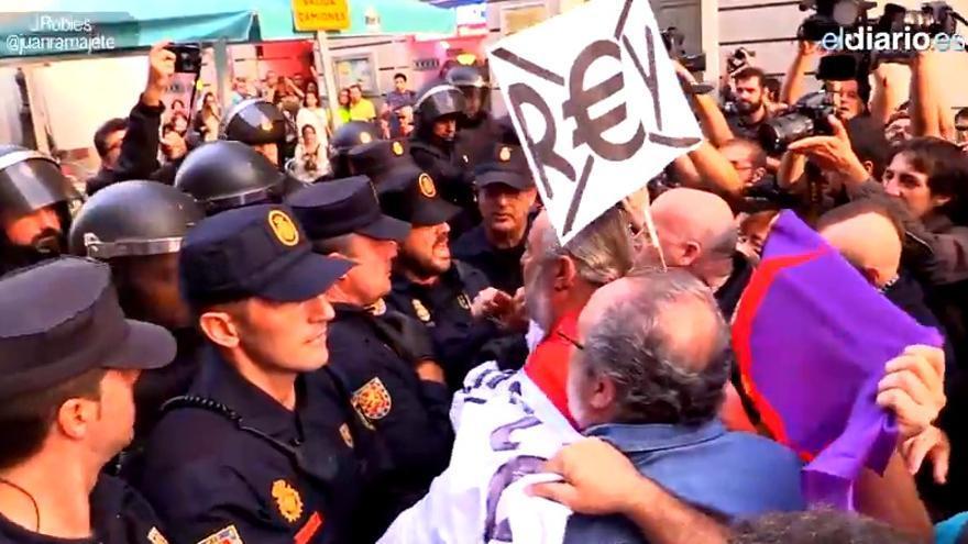 Manifestación Rodea el Congreso contra la monarquía, 4 de octubre.