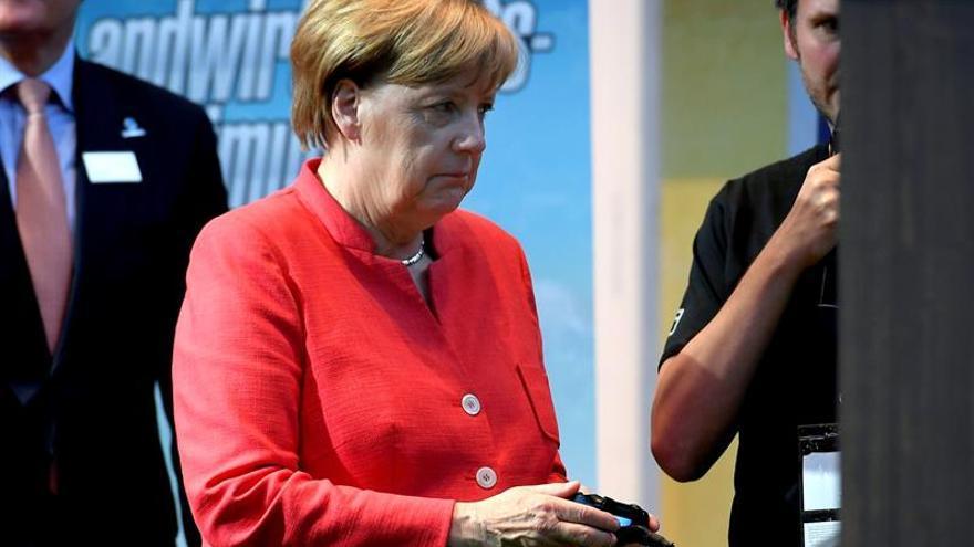 Merkel considera que Alemania está retrasada en infraestructura digital