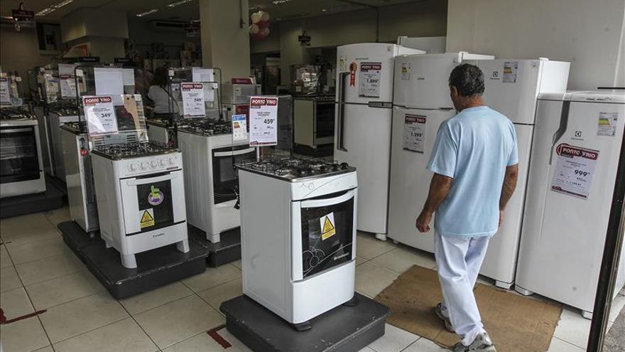 Los analistas prevén que la economía brasileña se contraerá un 2,81 por ciento en 2016