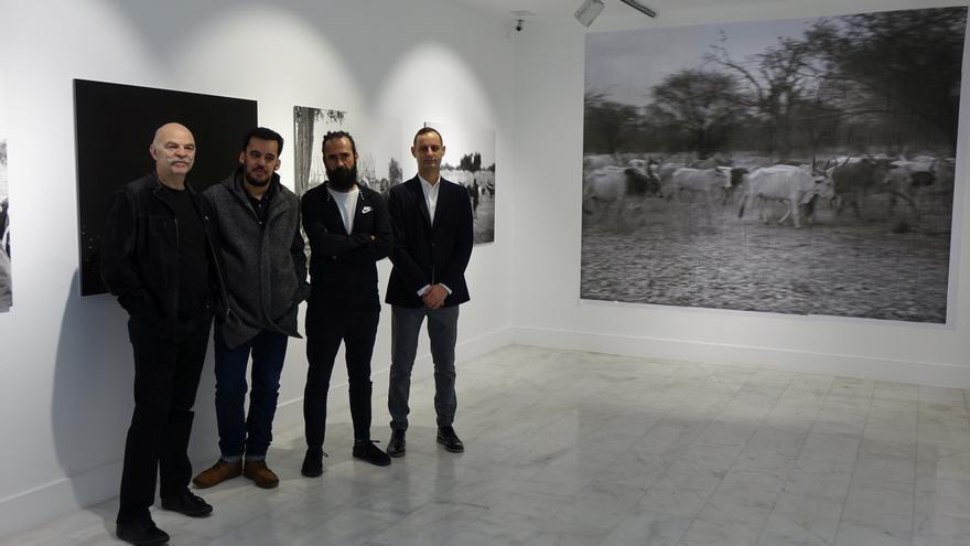 Martin Caparrós, Samuel Aranda, Jorge Martínez y Juan Jaime, jefe del área de Cultura y Educación de Casa África.